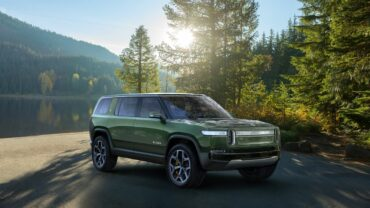 A._Rivian_R1S_Front.0